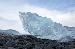 waiting for the meltdown (Jesper2cv) Tags: ice beach strand iceland melting stones steine meltdown stranded jökulsárlón ijs stenen