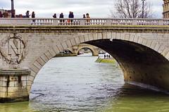 Paris sous le Pont Saint-Michel 1 (paspog) Tags: bridge paris france seine pont brcke saintmichel pontsaintmichel