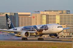 NZ.B773.ZK-OKO.2014-05-18.KLAX-B777-319(ER).1i-r (320-ROC) Tags: boeing lax 777 airnewzealand thehobbit boeing777 losangelesinternationalairport boeing777300 777300 klax losangelesairport zkoko 777319er boeing777319er