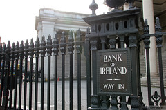 Bank of Ireland College Green Way In (Can Pac Swire) Tags: county city ireland dublin irish building metal architecture fence iron centre bank historic co banking collegegreen bankofireland republicofireland éire bankology aimg0773