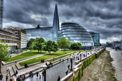 When it is about to rain, thames went low..!! (Hemanth Kambham) Tags: uk sky london thames canon eos unitedkingdom cityhall walk shard hdr thameswalk 450d canoneos450d
