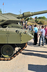 "Leopard 2E (7) • <a style=""font-size:0.8em;"" href=""http://www.flickr.com/photos/81723459@N04/10455357233/"" target=""_blank"">View on Flickr</a>"