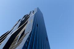 Flugspur - DC Tower Wien, Vienna (Gerhard R.) Tags: vienna wien building architecture arquitectura architektur modernarchitecture donaucity modernearchitektur dctower