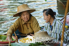 Vendors Gossiping (Altai World Photography) Tags: 2 two water river thailand boats women asia south markets paddle floating canals east southeast talking chatting tha ratchaburi vendors damnoen