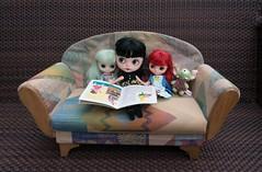 Blythe a Day 05 April 2014 - Blythe loves to read