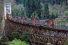 The Clackamas crossing the Willamette (C.P. Kirkie) Tags: southernpacific sp sporegondivision oregon willamettevalley timberindustry trains railroads freighttrain sd9 emd
