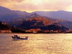 Ritorno dalla pesca-Return from Fishing (TRICOR 46) Tags: barca mare costa litorale