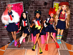 👒👭📝Garotas, não fujam da escola📖🎒 🎓 (FranBoy Monteiro) Tags: doll dolls toy toys gay gayguy handmade diy integritytoys dynamitegirls boy boys girl girls barbie ken cruz ariel disney everafterhigh eah myscene fashionistas fashion college colegial studant love amor diversão fun models model awesome handsome colorful clothes outfit toycollector dollcollector collector collection