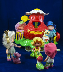 Big Berry Trolley (LegionCub) Tags: strawberryshortcake vintage doll pet kenner 1980s 80s fashion toy figure americangreetings charlotteauxfraises fragolinadolcecuore morangolândia eighties vinyl group children accessory vehicle