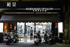 Kaohsiung Hair & Make-up Salon (kaz*) Tags: kaohsiung kaohsiungcity 台湾 tw 絕瑟美髮沙龍 hairsalon pentaxk1 smcpentaxfa43mmf19limited night nightview shop