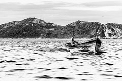 Pescador (Leandro Rinco) Tags: bw pretoebranco pb canon canon7d mono monochrome brazil brasil cabofrio canon18135mm barco pesca pescador riodejaneiro rj arraialdocabo atalaia turismo pontaldoatalaia