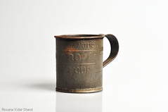 Vintage tin measuring cup (vidal-shand) Tags: vintage tin rusted measuring cupbaking