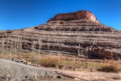 deep in amazigh land stood a mountain in front of road (Ryoushi no syokubutsuen) Tags: art sahara nature landscape desert arabic berber marocco marrakech magrib almagrib medrassa