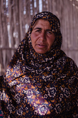 Woman Portraited Hangam Island | Iran (ReinierVanOorsouw) Tags: travel portrait canon persian asia iran serious persia 5d canon5d iranian portret  asya pers eiland azi serieus iraan  persien islamicrepublicofiran iro westasia  hangam 5dmarkii  canon5dmarkii  beyondbordersmedia   liran hangamisland deriran
