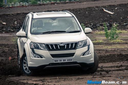 2015-Mahindra-XUV500-15