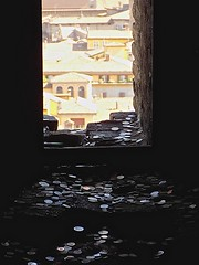 DSCN5341 (dina.elle) Tags: bologna torre città monumento ladotta larossa finestrina panorama veduta vista dallalto emilia centrostorico ottobre monete gettaremonete fortuna desideri esprimere espresso pensiero