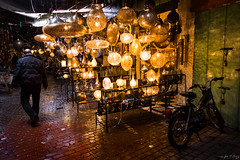_MG_3712 (JF Marrero) Tags: marruecos maroc marocco marrakesh marrakech yamaaelfna hombre man zoco zouk medina oscuridad darkness luces lights lumieres lamparas lamps color colors colour colours persona person moto ciclomotor bike puerta door