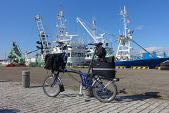 Touring on a Brompton folding bike (Nihon Zaichuu Scotto) Tags: brompton foldingbike cycling choshi chiba japan ship fishing port