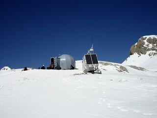 Montañeros en Cabaña Verónica (2.325 m.)