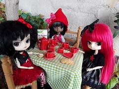 Red tea afternoon (Lunalila1) Tags: doll groove junplaning dal chibi phoebe another rabbit handmade outfit costura red circus miniature 16 atrezzo nina enfer oba manjula tea tezca tiger