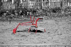 Grävis (freddanj) Tags: playground almostbw selective selectivecolor sandlåda