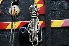 knot hole (patart00) Tags: london boat gun rope