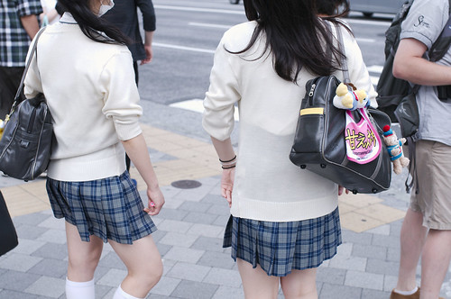女子高生、ミニスカートの謎