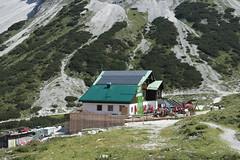 Pfeishütte (Sascha Klauer) Tags: innsbruck alpen nordkette karwend bergstation hafelekarel pfeishütte alm alp arzler scharte wandern schotter felsen gebirge berge inn österreich gipfel berghütte almhütte austria restaurant