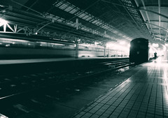 fugaz (*paz) Tags: chile santiago tren blackwhite bn estacion fugaz estacioncentral