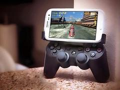 Smartphone Joystick (Photo: supernuva899 on Flickr)