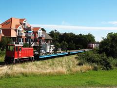 09-08-05 Wangerooge Georgs Padd BÜ 399 105 - 6 - 02 (tramfan239) Tags: db wangerooge 399 güterzug diesellok 1000mm inselbahn faur schmalspurbahn