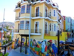 Casa y Mural Porteo (Valparaiso, Chile) (Foto Bari (Thanks for 1,2 Million views)) Tags: ocean chile sea naturaleza streetart nature port puerto valparaiso mar edificios mural cerros murales oceano sudamerica