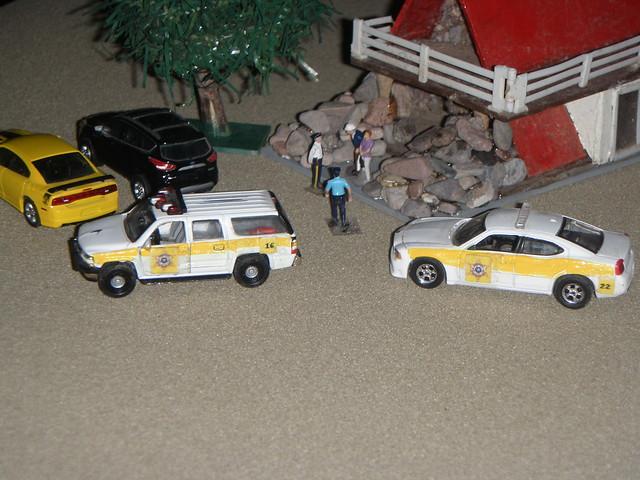 ford model dioramas dodgecharger diecast 164scale diecastdioramas hoscalefigures 2000chevroletsuburban