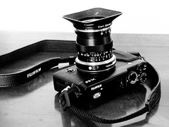 Biotope (Riex) Tags: blackandwhite bw lens noiretblanc trix gear wideangle adapter fujifilm 21mm schneiderkreuznach carlzeiss biogon zm explored mmount variogon xtrans xe2 z990 kodakeasysharemax