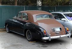 Rolls-Royce Silver Cloud III (vetaturfumare - thanks for 3 MILLION views!!!) Tags: brown silver greenwich carriagehouse rear ct rollsroyce roller 1960s twotone silvercloud cloudiii