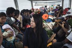 Boat to Nusa Lembogan (TheTimeTraveler!) Tags: life trip travel sea people bali indonesia boat holidays barco gente photos transport best safety personas fotos seguridad transporte viajar bote