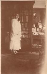 (Ferencdiak) Tags: lakás nő szekrény tükör fehér ruha hungary home woman white dress bookcase mirror semidarkness félhomály vintage