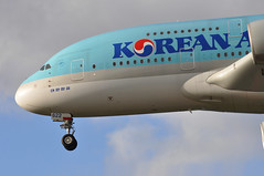 KE0907 ICN-LHR (A380spotter) Tags: landing approach arrival finals shortfinals threshold undercarriage landinggear nosegear belly airbus a380 800 msn0128 hl7622 대한항공 koreanair kal ke ke0907 icnlhr runway27r 27r london heathrow egll lhr
