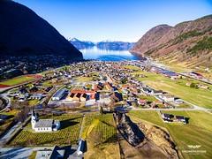 Vi hadde nå hvertfal en veldig flott dag å fly litt i påsken selv på Vestlandet 😊🐣 . Her fra Vik i Sogn 🚁