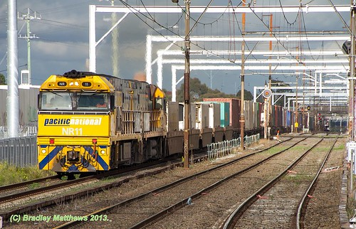 NR11-NR79 with 7MS4 Freight to Sydney at Albion (15/6/2013).