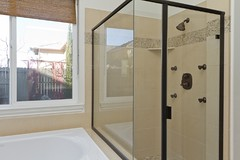 Master Shower (Jones192347) Tags: way 12 lonestar 4856