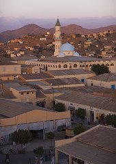 Overvoew Of The Town, Keren, Eritrea (Eric Lafforgue) Tags: africa sunset color colour building vertical architecture outdoors photography day minaret islam religion nobody nopeople mosque karen dome keren eritrea hornofafrica eastafrica eritreo charen buildingexterior colorpicture erytrea eritreia colourimage italiancolony إريتريا cheren ertra 厄利垂亞 厄利垂亚 エリトリア eritre eritreja eritréia colourpicture эритрея érythrée africaorientaleitaliana ερυθραία 厄立特里亞 厄立特里亚 에리트레아 eritreë eritrėja еритреја eritreya еритрея erythraía erytreja эрытрэя اريتره אריתריה เอริเทรีย italiancolonialempire ert5988