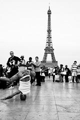 10 (Antonio Grisalvo) Tags: bw paris france love gente louvre aeroporto bn toureiffel luci francia amore architettura luce reportage parigi giovani mosso