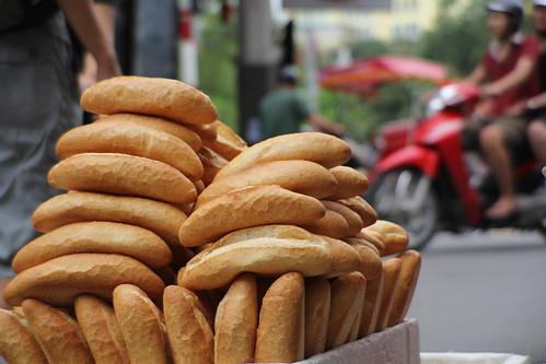 Hanoi: Streetside Bakery