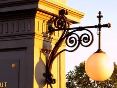 IMG_1358 Grenzbrücke Österreich - Deutschland (Traud) Tags: salzach brücke grenze grenzbrücke deutschland österreich bayern salzburg laufen oberndorf lampe jugendstil 1903 border lampen 7dostwistsaturday