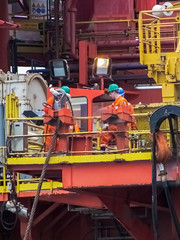 Preparing the PCP (SPMac) Tags: up mobile back dolphin offshore pass pins move cranes deck wires rig fred anchor tug asa pick tow peewee olsen rigs permanent chasing blackford supply unit drilling helper pennant backing pcp handling maersk semisub modu strops ahts towage driiling offhshore