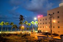 Ibis Hotel (MURUCUTU) Tags: sea summer brazil beach brasil mar pb brasilien palmeiras palmtrees ibis joopessoa northeast nordeste brsil ibishotel coqueiros paraba palmen eosm nordosten murucutu canoneosm