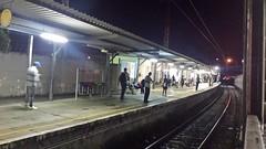 Povo aguardando o trem contrrio ao meu (JODF) Tags: noite trem estao ferrovia cptm flickrandroidapp:filter=none estaocampolimpopaulistacptm