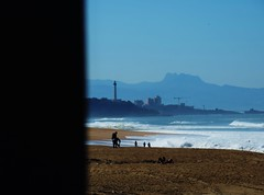 One morning. - Una maana. (Poldarkk) Tags: morning art beach naked faro arte alma playa soul plage spying far phare espiando irun desnuda anglet peasdeaia poldarkk