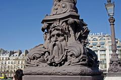 2014.03.16.16 PARIS - Pied de rverbre du Pont Neuf (alainmichot93 (Bonjour  tous)) Tags: paris france seine pont bateau iledefrance fleuve 2014 laseine ouvragedart